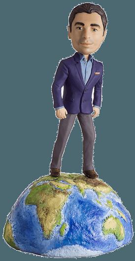 Подарок путешественнику по фото «Покоряя мир 30 см