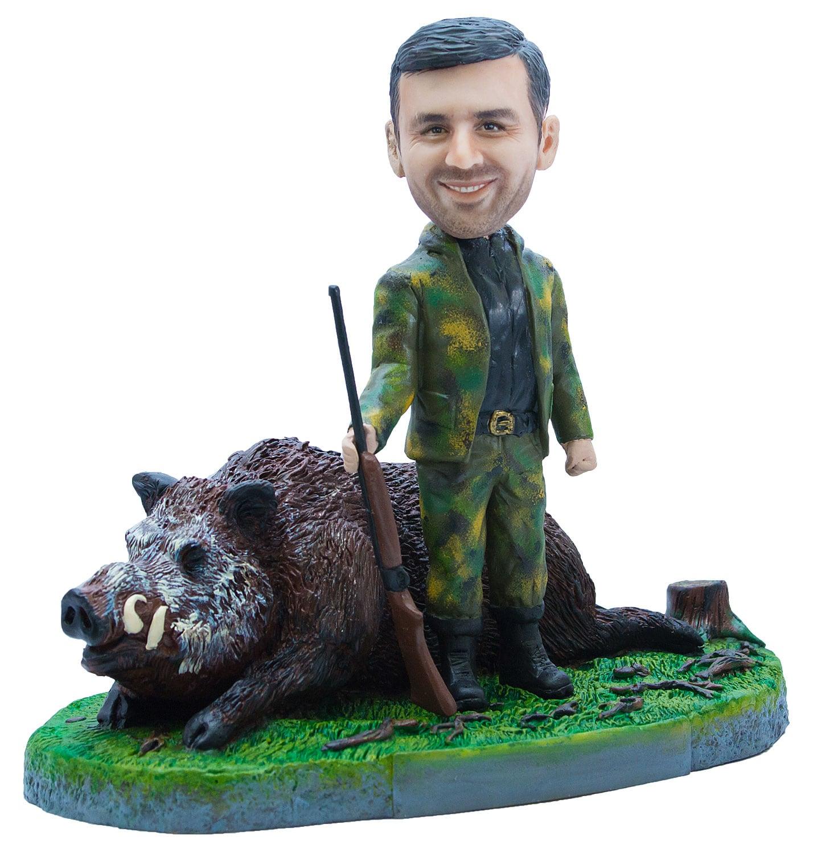 Статуэтка по фото охотнику «Крутой трофей с кабаном» от 16 500 руб