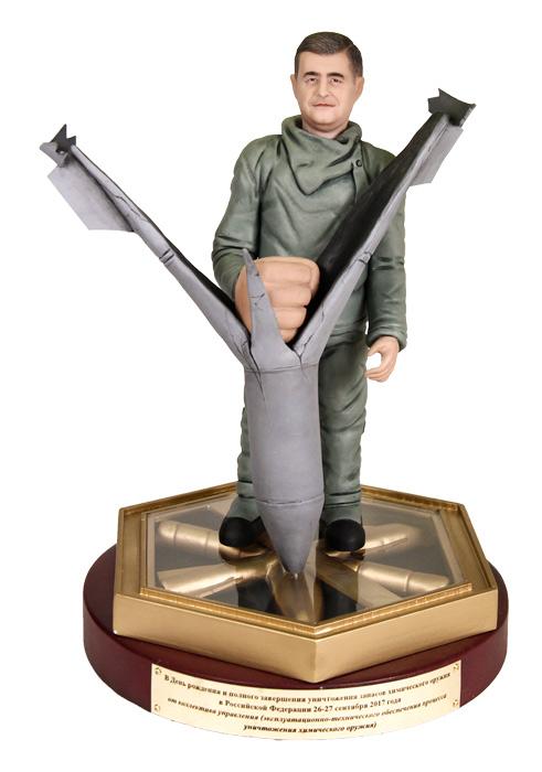 """Портретная статуэтка мужчине """"Непобедимый народ"""", 25 см от 25 000 руб"""