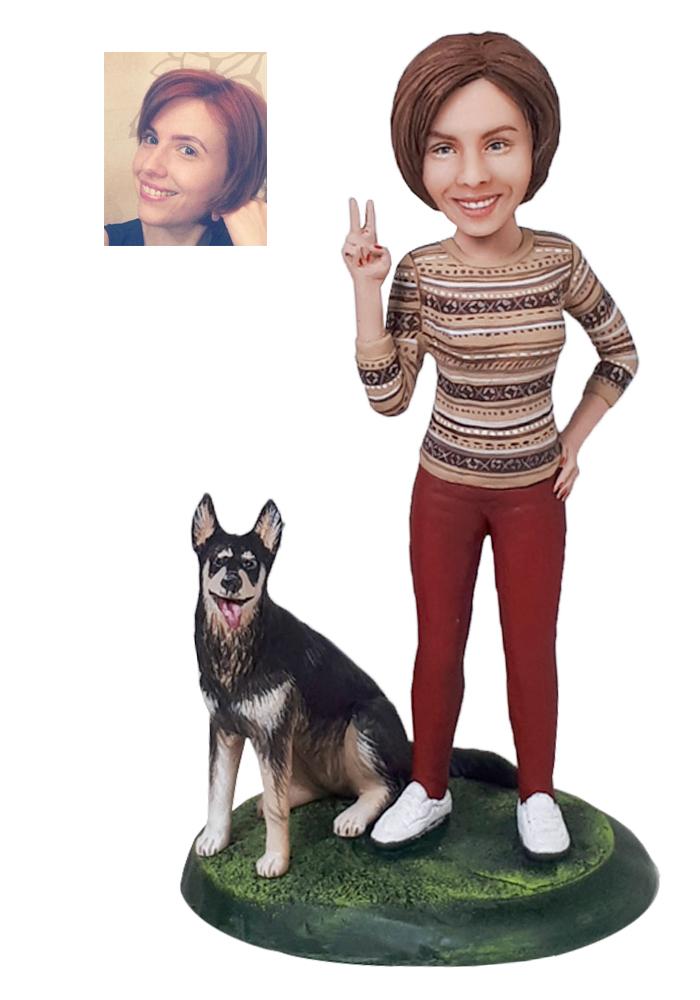 """Портретная статуэтка девушке """"С любимой собакой"""", 20 см от 16 700 руб"""