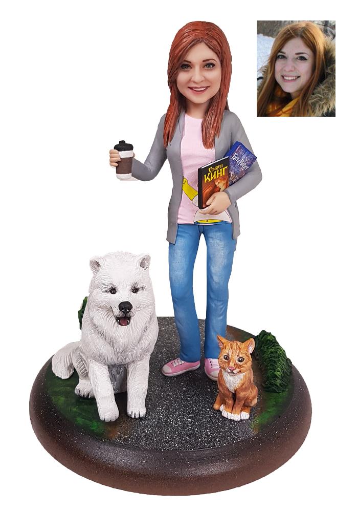 """Портретная статуэтка девушке """"С любимыми питомцами"""", 20 см. от 19 700 руб"""
