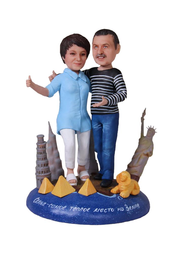 """Портретная статуэтка родителям """"Шагая по миру вместе"""", 25 см от 38 500 руб"""