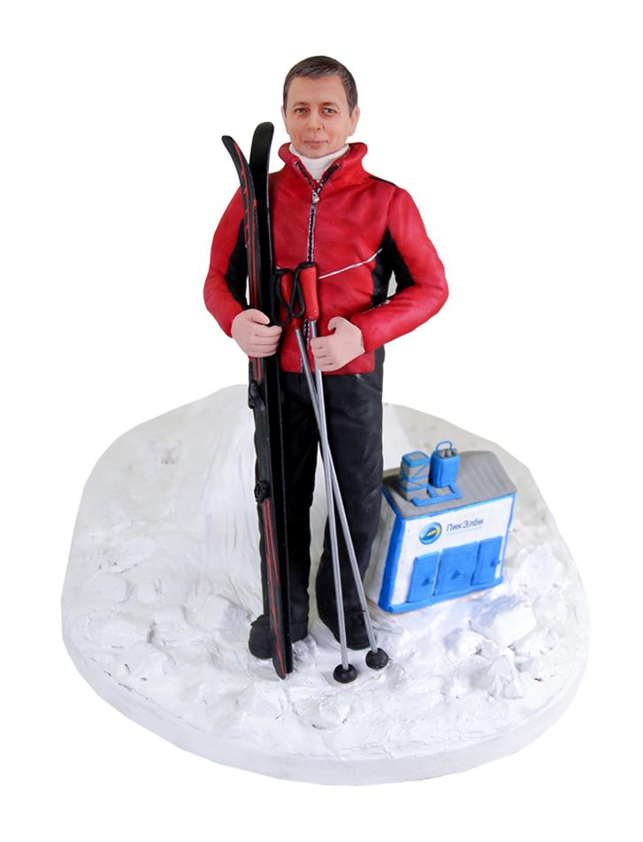 """Статуэтка по фото лыжнику """"Покоренная вершина"""", 30 см."""